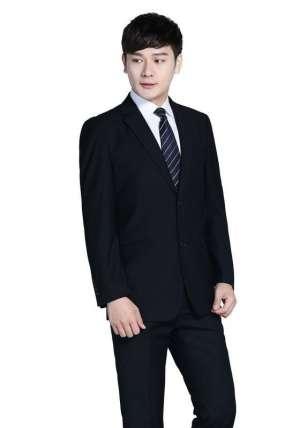 黑色西装的搭配方法